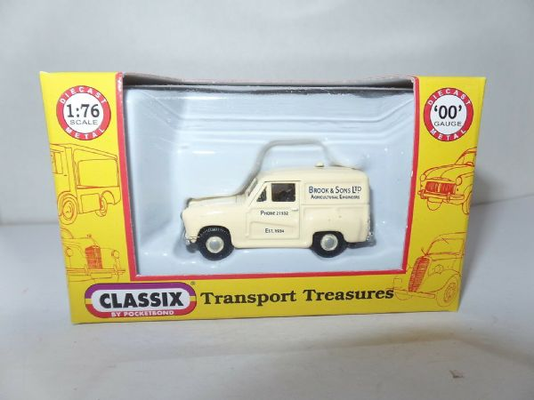 Classix EM76659 1/76 OO Austin A30 Van - Brook Agricultural Engineers